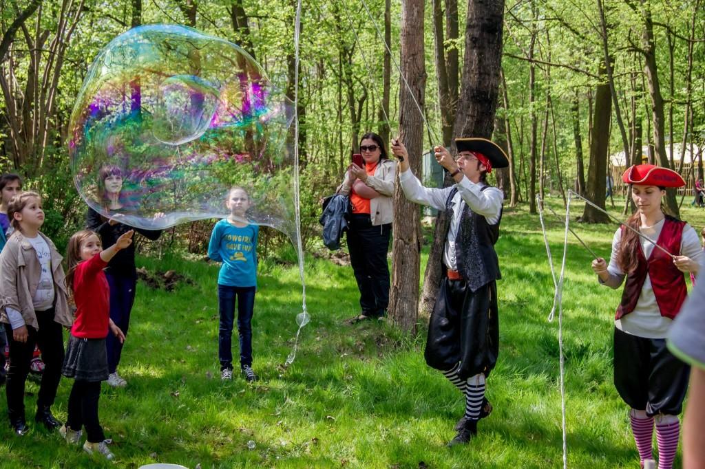 Пираты пускают мыльные пузыри | Gigant bubbles