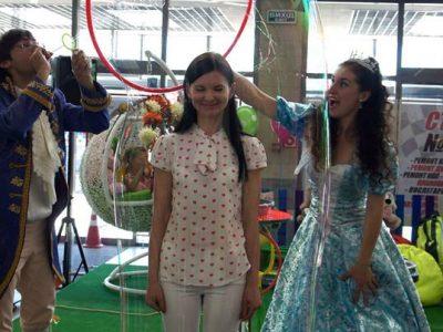 Девушка в мыльном пузырей | Bubbles Show