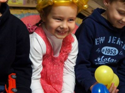 Дети на шоу воздушных шариков | Balloon Twisting Show