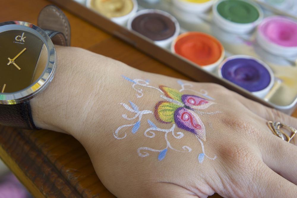 Бабочка на руке | Аквагрим