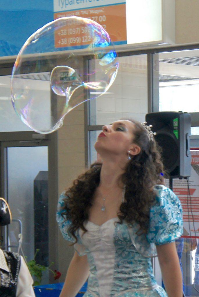 Принцесса с мыльным шаром | Bubbles Show