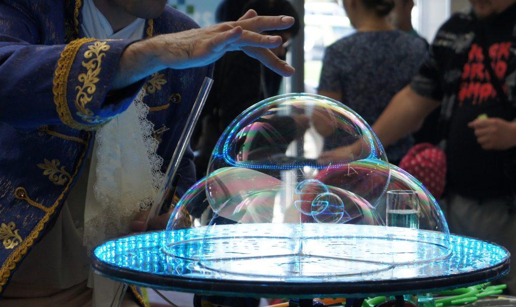 Замок мыльных пузырей | Bubbles Show