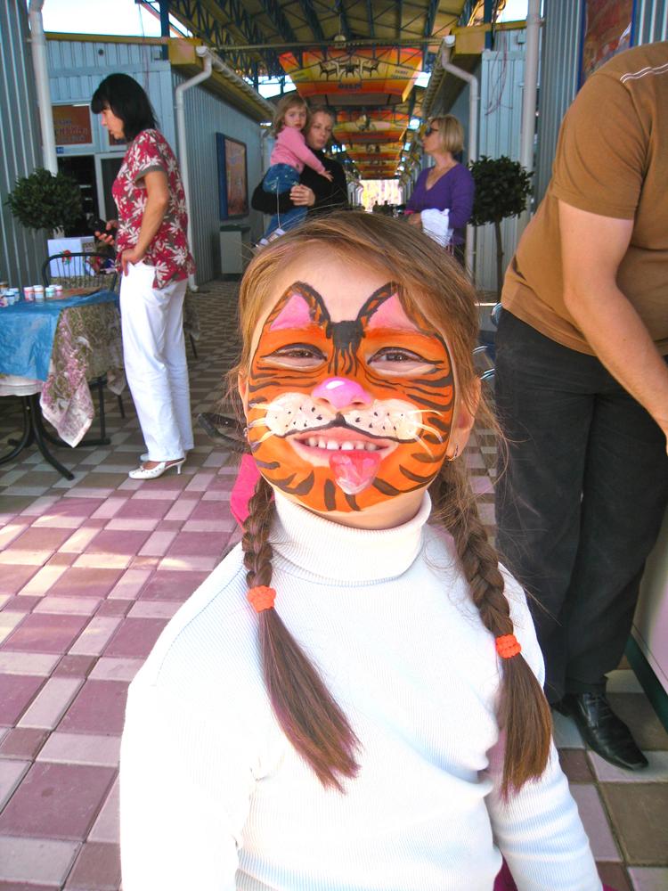 Девочка с аквагримом