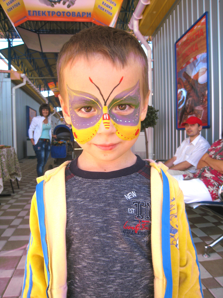 Мальчик с аквагримом