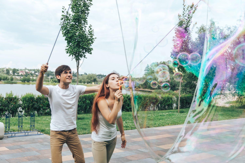 Шоу гігантських мильних бульбашок