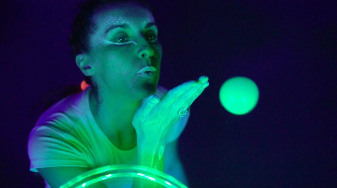 Неонове шоу мильних бульбашок